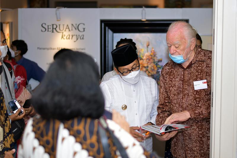 Saling Berbagi Melalui Pameran Seruang Karya: Sebuah Kolaborasi Seni Botani dan Impresionisme