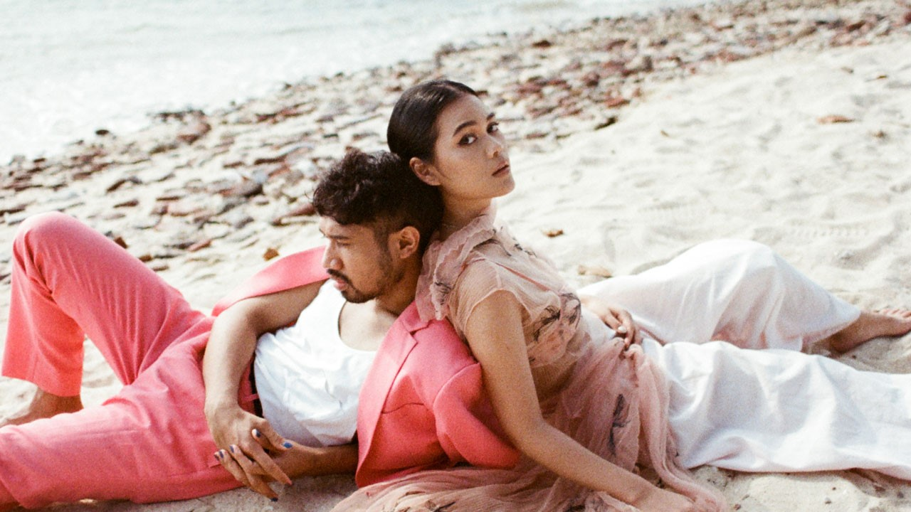 Kallula & Bam Mastro Rilis Double Single 'Home Vacation' & 'We Can be Together'