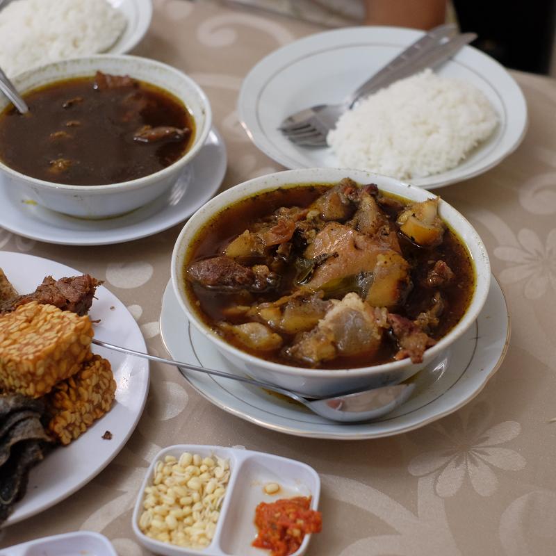 Lagi Coba Rawon, Makanan Yang Dinobatkan Sebagai Sup Terenak Se-Asia